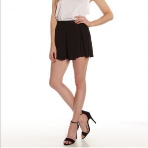 MINKPINK Black Pleated Shorts Small